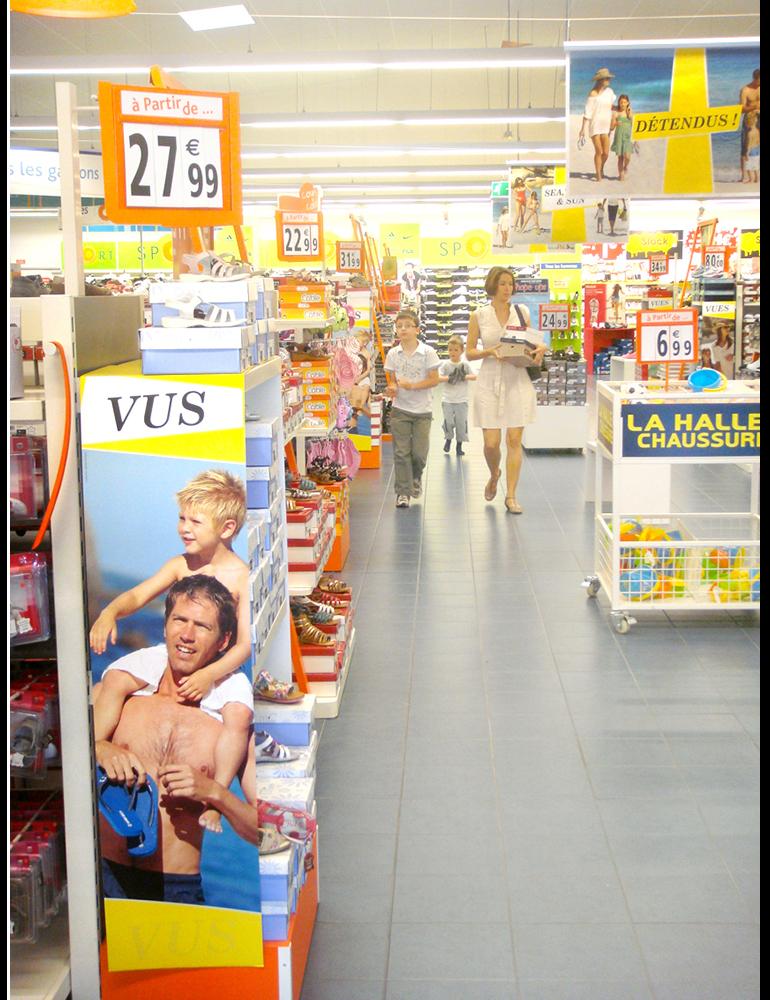 Habillage magasins, Eté, Tongs, PLV, La Halle aux Chaussures - créé par Romain Cotto, Directeur Artistique 360 Print/film/digital